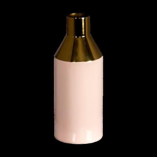 Roze met gouden vaas